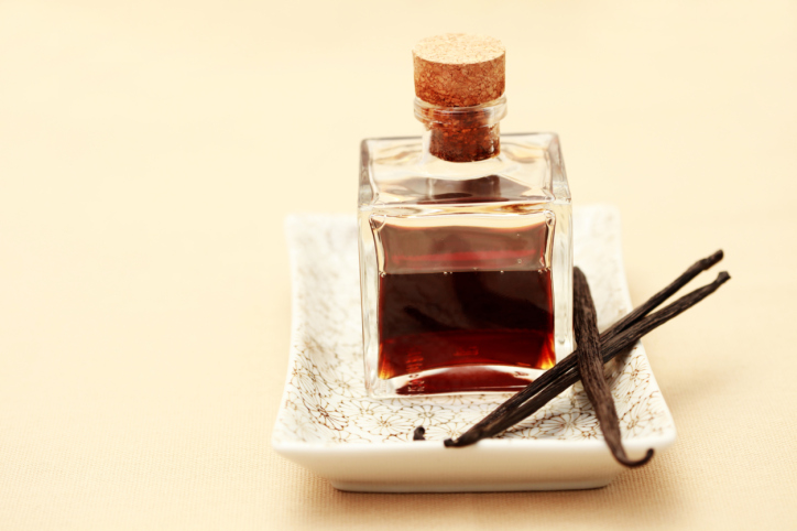Make your own Vanilla Essence!